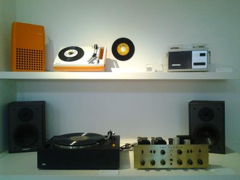 Archivo Diseño y Arquitectura, _Fonosistemas: Hacia la portabilidad del sonido_, 2012.