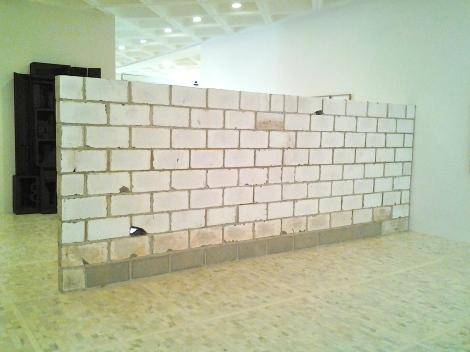 Teresa Margolles. _Muro Baleado_, 2009. Colección Museo Tamayo Arte Contemporáneo, INBA-Conaculta. Adquisición reciente.